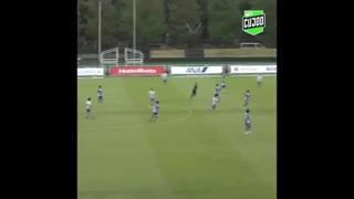 Giappone, segna con un pallonetto da centrocampo