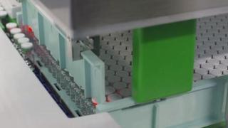 Vaccino Covid Pfizer: i primi flaconi escono dalla linea di produzione