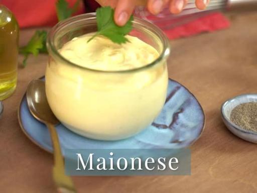La ricetta classica della maionese e il trucco per non farla impazzire