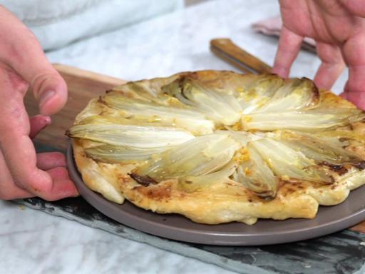 La ricetta della tarte Tatin d'indivia e agrumi
