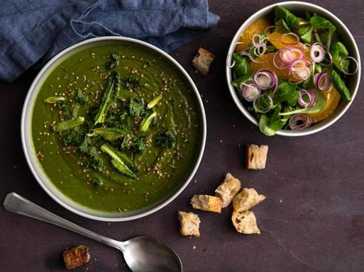 La ricetta della vellutata di cavolo nero e lenticchie: un piatto sano (e buono)