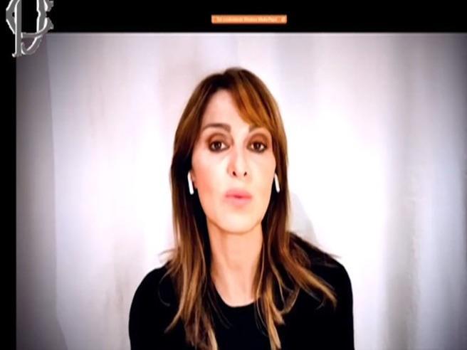 Violenza sulle donne, Paola Cortellesi recita la poesia «Cosa indossavo»