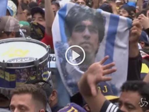 Maradona, tensione tra tifosi e polizia davanti alla Casa ...
