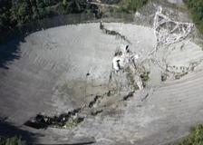 Portorico, crolla il mega telescopio protagonista del James Bond con Pierce Brosnan