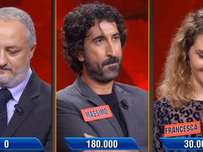 «L'Eredità», il campione sbaglia apposta una domanda: persi 180mila euro