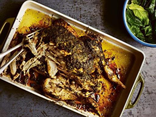 La ricetta del pollo arrosto da preparare a casa con il segreto (semplice) della marinatura