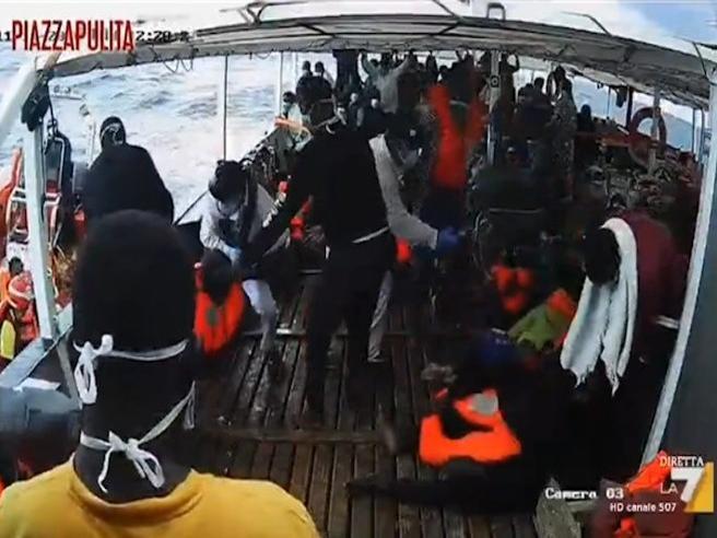 Open Arms: ecco come andò il naufragio nel quale perse la vita Youssuf, il neonato di sei mesi