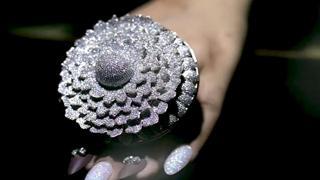 Nuovo record: ecco l'anello con 12.638 diamanti
