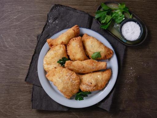 La ricetta dei panzerotti con salame e caciotta toscana