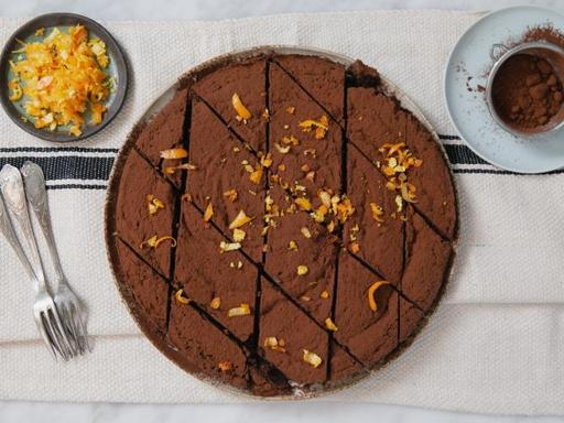 La ricetta della torta con il cuore di cioccolato fondente
