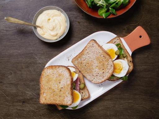 La ricetta del club sandwich con il salame: il panino perfetto