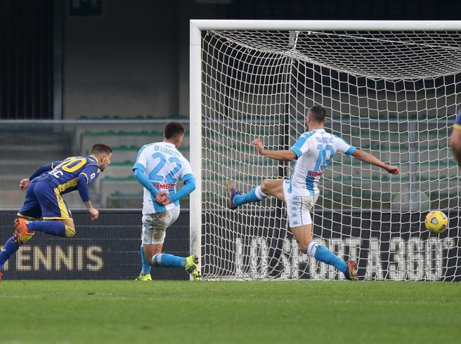 Il Verona dilaga contro il Napoli e tutti gli altri gol della Serie A
