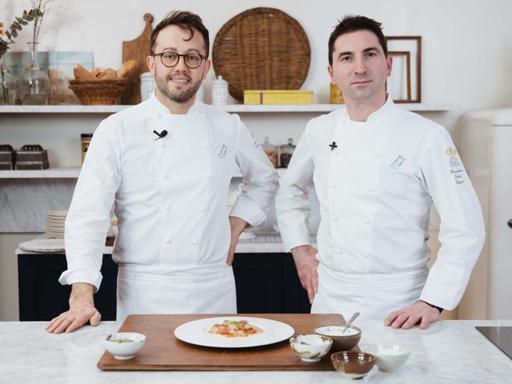 La ricetta del risotto ai gamberi (mantecato con la burrata) di Alessandro Negrini e Fabio Pisani