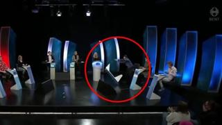 Islanda, concorrente perde la sfida in tv e distrugge lo studio: la rabbia anche dietro le quinte