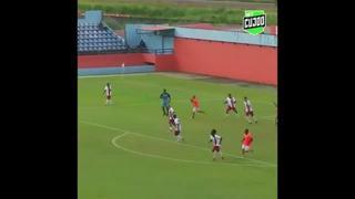 Brasile, in gol con un bolide da 30 metri