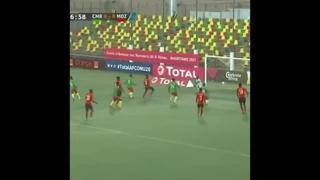 Camerun, Etienne Eto'o segna con una punizione nel sette