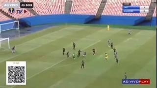 Brasile, segna dalla propria metà campo