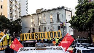 C'è da spostare una casa (intera): a San Francisco traslocata la palazzina di 139 anni