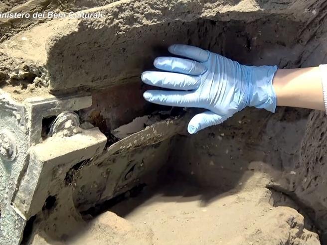 Pompei, ritrovato un carro nuziale, artefatto incredibile e unico nel suo genere