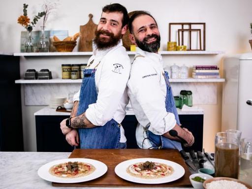 La ricetta del risotto ai funghi con fegatini di pollo, lampone e salsa bianca di Christian e Manuel Costardi