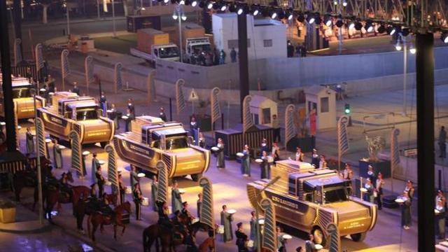 A Il Cairo, la spettacolare «Parata d'oro»: 22 tra faraoni e regine sfilano  in centro verso il nuovo museo - Corriere TV