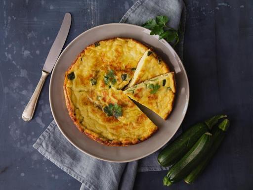 La ricetta della frittata con zucchine e pecorino (pronta in 15 minuti)