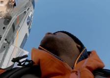 In elicottero sulle Dolomiti: Bear Grylls catapulta l'«eroe» Falcon tra le vette