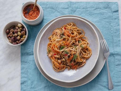 La ricetta della pasta col tonno: la versione definitiva salva-cena