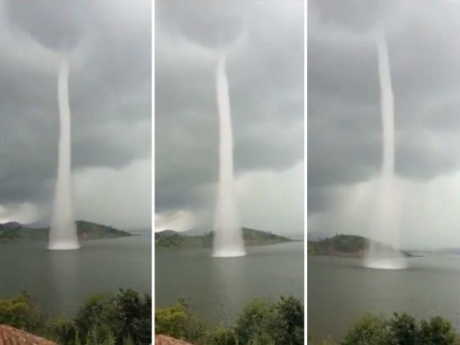 """Un potente getto sbuca dal lago, è """"Isata"""" la spettacolare tromba d'acqua"""