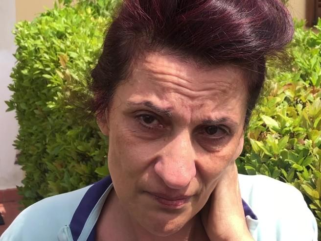 La mamma in lacrime: «Mi hanno detto  che a un certo punto non l'hanno più vista alla macchina»  Video