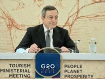 Draghi invita (in inglese) i turisti stranieri: «Prenotate le vacanze in Italia»