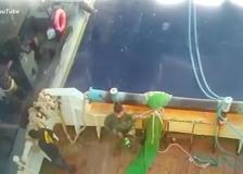 Libia, l'attacco al peschereccio italiano: il video dell'abbordaggio del 3 maggio