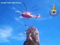 Piemonte: escursionista bloccato su uno sperone di roccia, salvato dall'elicottero