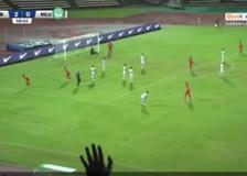 Malesia, segna con un pallonetto in mezza rovesciata