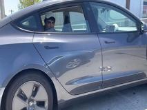 Guidare una Tesla dal sedile posteriore? Non sempre una buona idea