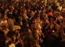 Covid, fine coprifuoco in Spagna: festa a Barcellona senza mascherina
