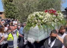 Funerali di Luana D'Orazio, Monica Guerritore: «Tradita dalla sicurezza che cercava»