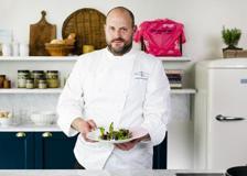 Il risotto con lepre marinata ed erbe spontanee dello chef Errico Recanati