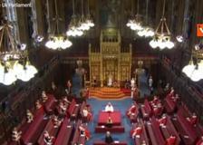 Regina Elisabetta, il primo discorso in Parlamento senza Filippo: «Uk più forte di prima»