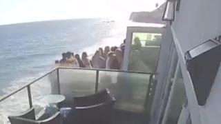 Malibu, crolla il balcone durante un party: 15 ospiti cadono nel vuoto