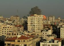 Gaza, palazzi abbattuti dai missili dell'esercito israeliano