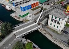 La Spezia, cede un ponte levatoio: le immagini riprese dal drone