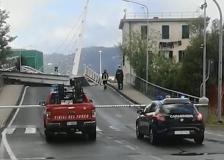 Crollo ponte Pagliari a La Spezia, il video di un automobilista: «È venuto giù, ha ceduto un pistone»