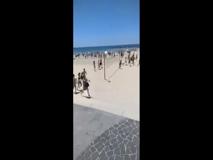 Tel Aviv, gli abitanti scappano dalla spiaggia al suono delle sirene di emergenza