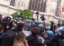 Tensione in piazza Duomo tra studenti pro-Ddl Zan e polizia