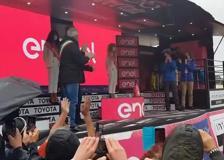 Giro d'Italia, Bernal conquista la maglia rosa: «Non sapevo di aver vinto»
