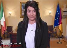 Sabina Guzzanti nei panni della sindaca di Roma Virginia Raggi