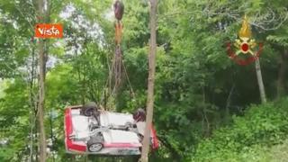 Paura al rally di Vicenza, auto finisce nella scarpata e si ribalta più volte: illesi i due piloti