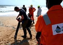 Sri Lanka, la rimozione di microplastiche in mare dopo l'incendio della nave