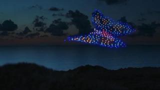 G7, lo sciame di droni di Greenpeace sorvola il cielo della Cornovaglia